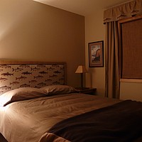 14-south-middle-bedroom-wallowa-lake-cabin - 333 KB